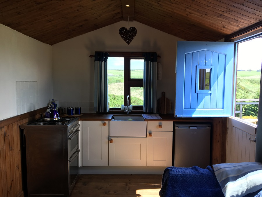 Remote Shepherds Hut with Hot Tub