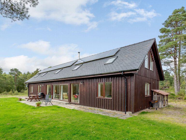 Highland Luxury Lochside Lodge with Log Fire