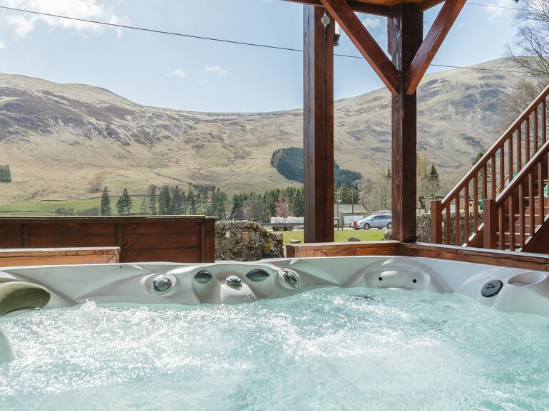 Luxury Highland Lodge with Hot Tub