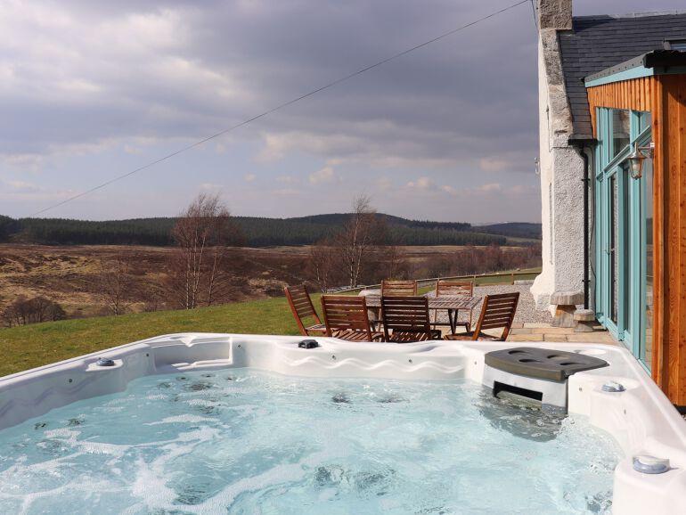Large Groups Highland Hot Tub Lodge