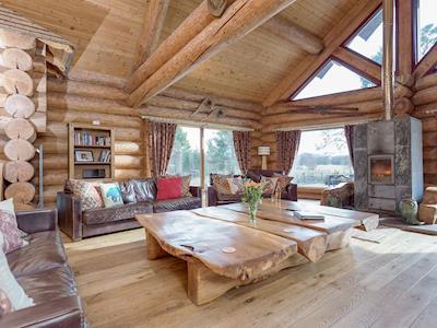 Luxury Highland Lochside Lodge with Hot Tub